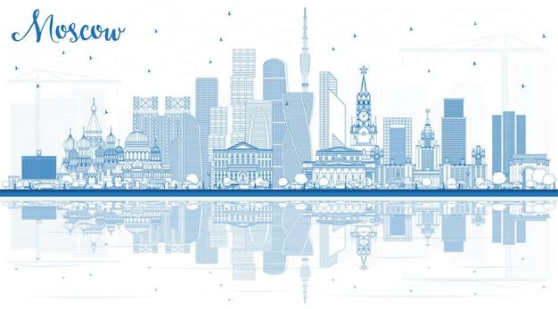 Очертите горизонт москвы, россии с синими зданиями и размышлениями. векторные иллюстрации. деловые поездки и туризм иллюстрация с современной архитектурой.
