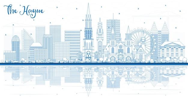 파란색 건물과 반사가 있는 헤이그 네덜란드 도시 스카이라인 개요. 역사적인 건축과 비즈니스 여행 및 관광 개념. 랜드마크가 있는 헤이그 도시 풍경.