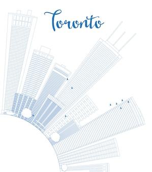 Контур горизонта торонто с голубыми зданиями и копией пространства.
