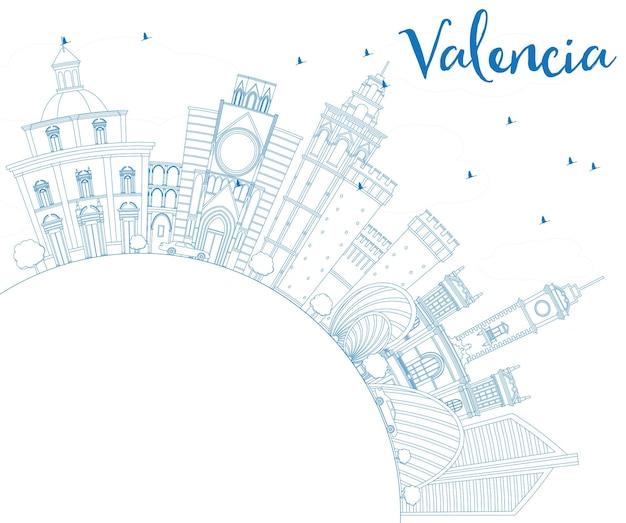 파란색 건물 및 복사 공간이 있는 발렌시아 스카이라인 개요. 벡터 일러스트 레이 션. 역사적인 건축과 비즈니스 여행 및 관광 개념. 프레젠테이션 배너 현수막 및 웹사이트용 이미지.