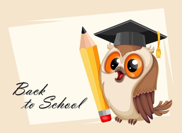 Сова в выпускной шапке с карандашом снова в школу концепция мудрая сова милый мультипликационный персонаж