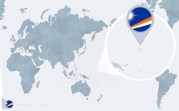 확대된 마샬 군도가 있는 태평양 중심 세계 지도. 마셜 제도의 국기와 지도.