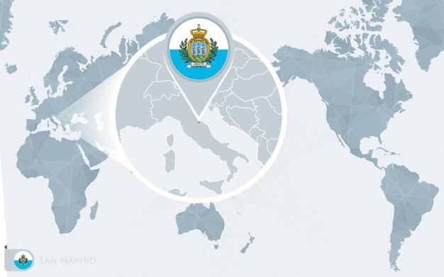 확대된 산마리노가 있는 태평양 중심 세계 지도. 산마리노의 국기와 지도.