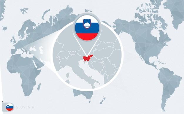Карта мира в центре тихого океана с увеличенной словенией. флаг и карта словении.