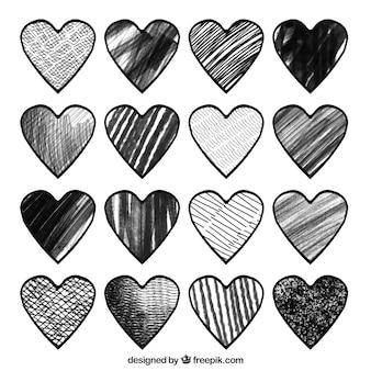Упаковка из черно-белых сердец