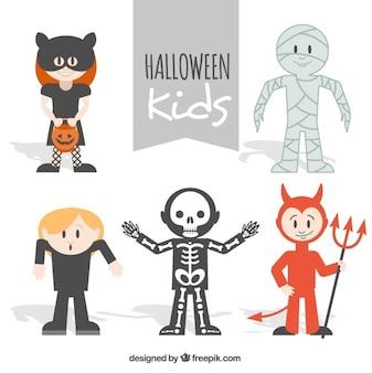 Пакет милых детей нарядили, как персонажи хэллоуина