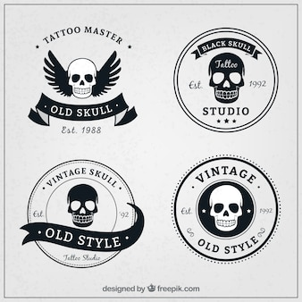 レトロなスタイルの4つの頭蓋骨のロゴのパック