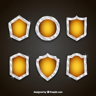 金属のパックと黄色の盾