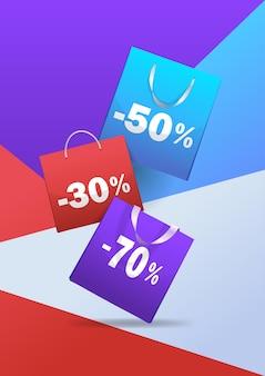 구매 패키지 다채로운 종이 쇼핑백 특별 할인 판매 할인 개념 세로 그림