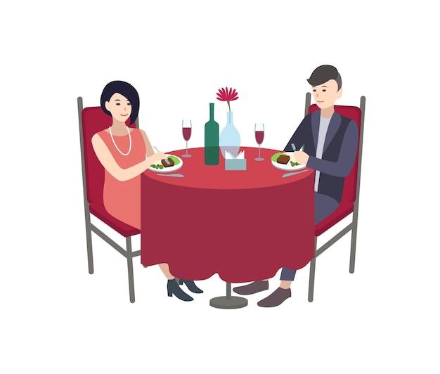 テーブルに座っておいしい食事を食べてエレガントな服を着た男性と女性の漫画のキャラクターのペア。レストランでのロマンチックなデート、フォーマルなディナー。カラフルなフラットベクトルイラスト。
