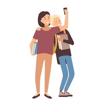 Пара студентов держит книги и делает селфи на смартфоне. молодой мужчина и женщина, школьные друзья или одноклассники фотографируют себя по телефону. красочные векторные иллюстрации в плоском мультяшном стиле.