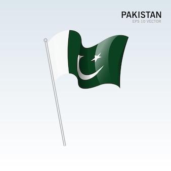 グレーに分離された旗を振るパキスタン