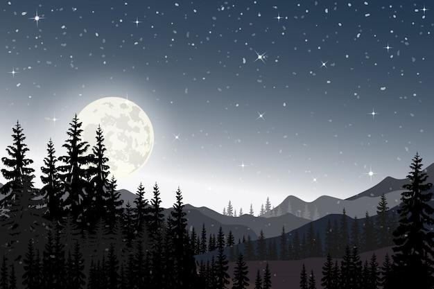 산과 소나무 뒤에 가득한 별이 빛나는 밤의 파노라마 풍경