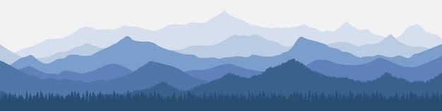 Панорамный вид на горные хребты в утренней дымке