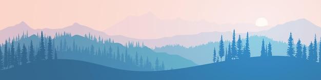 Панорамный вид на горы в вечернем свете с заходящим солнцем