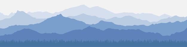 朝の霞の山の風景のパノラマビュー