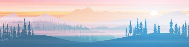 Панорамный вид на горный хребет в утренней дымке
