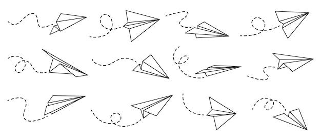 종이 비행기. 점선 트랙, 여행 또는 메시지 기호, 선형 벡터 세트를 사용하여 다양한 각도와 방향에서 비행 비행기를 설명합니다. 우편 배달을 위한 항공기가 있는 곡선 경로