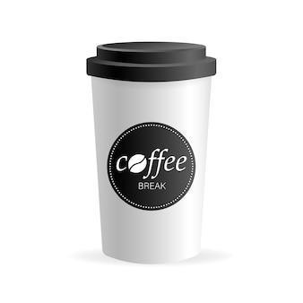 白い背景の上に紙のコーヒーカップ。ブランク。 、 テンプレート。コーヒーを飲む。