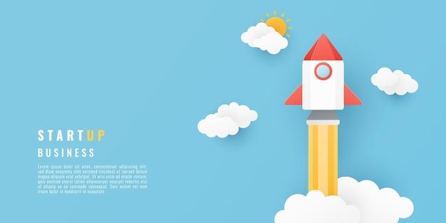 宇宙ロケットと雲のあるペーパーカットスタイル