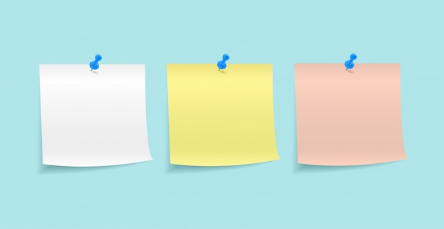 Бумажные заметки, закрепленные кнопкой