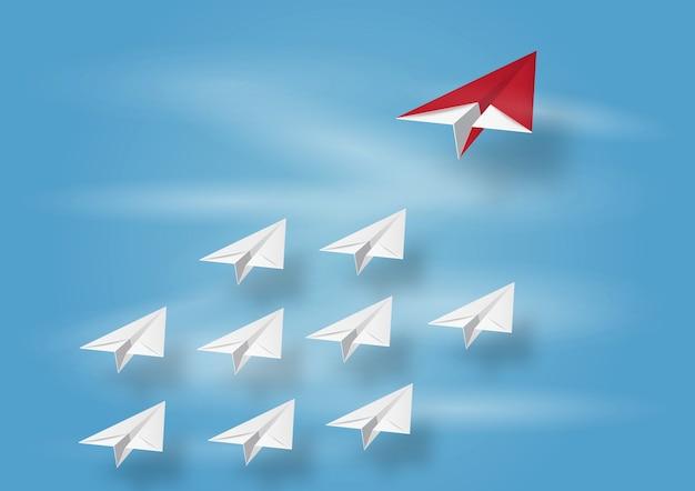 空に目標を飛んでいる紙飛行機