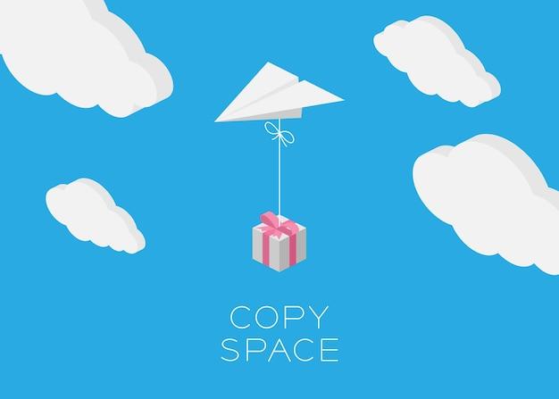 Бумага плоскости висит подарочной коробке летать в голубое небо и облачный фон