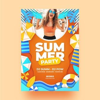 Шаблон вертикального плаката летней вечеринки в бумажном стиле с фото Premium векторы