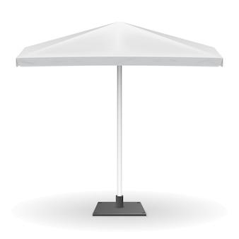 白い背景で隔離のプロモーション用日傘。