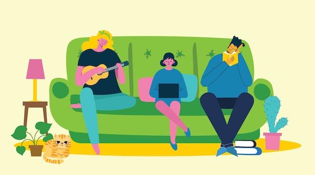 Родители и ребенок дома и используют цифровое устройство, читают книгу и играют на гитаре.