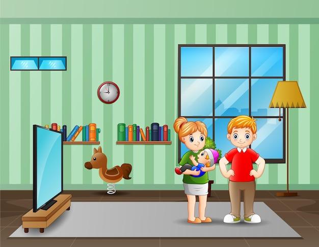 両親は居間で小さな赤ちゃんとカップル