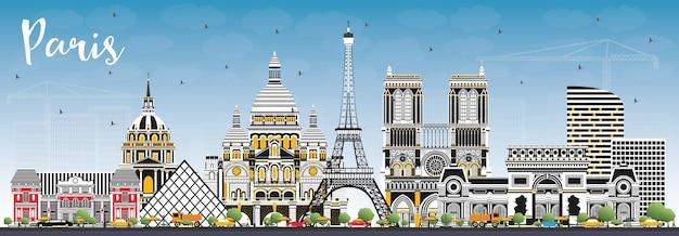 色の建物と青い空とパリフランスの街のスカイライン。ベクトルイラスト。歴史的建造物との出張とコンセプト。ランドマークのあるパリの街並み