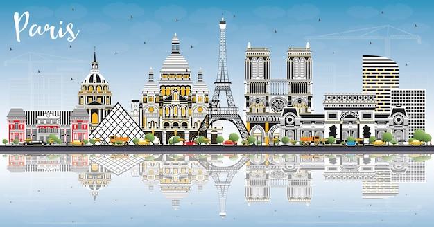 色の建物、青い空と反射のあるパリフランスの街のスカイライン。ベクトルイラスト。歴史的建造物との出張とコンセプト。ランドマークのあるパリの街並み