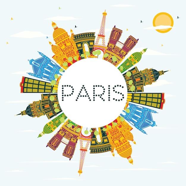 Горизонт парижа с цветными зданиями, голубым небом и копией пространства. векторные иллюстрации. деловые поездки и концепция туризма с исторической архитектурой. изображение для презентационного баннера и веб-сайта