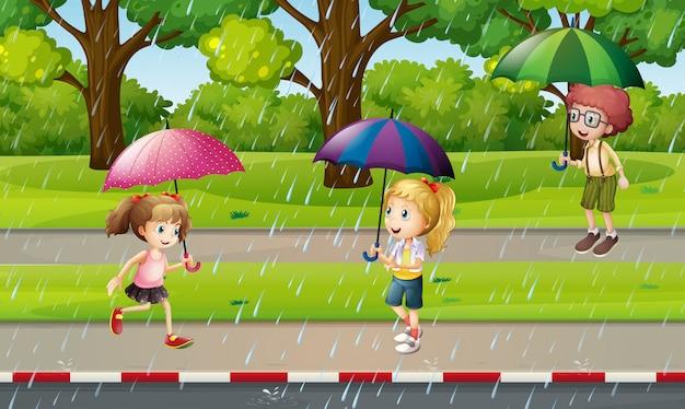 雨の中で子供たちと公園のシーン