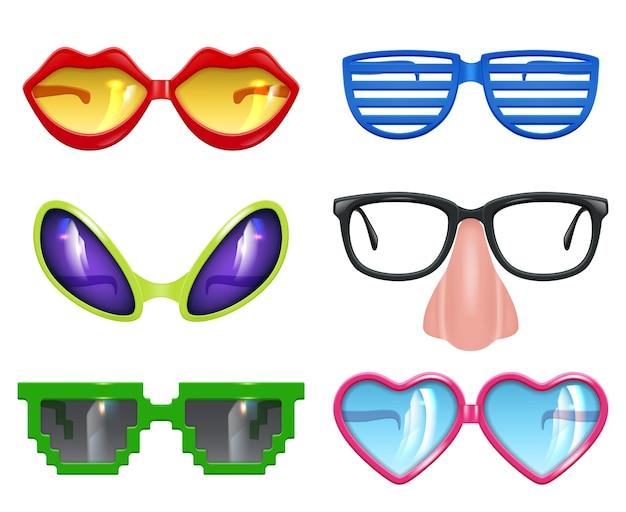 パーティーグラス。仮面舞踏会のリアルな面白いマスク色のパーティーファッション色のシンボルベクトルセット。お祝いのイラストに面白いメガネとサングラス