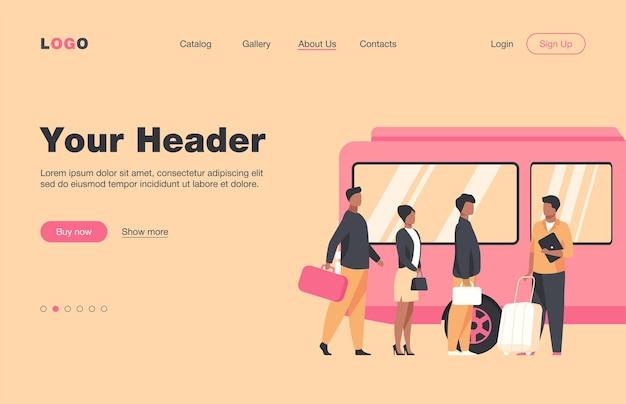 市内でバスを待っている乗客。キュー、町、道路フラットランディングページ。バナー、ウェブサイトのデザイン、またはランディングウェブページの公共交通機関と都市のライフスタイルのコンセプト
