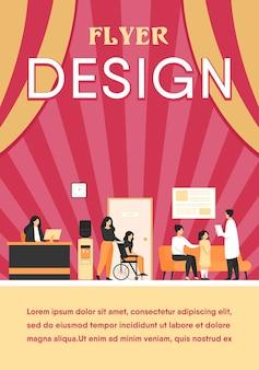 Встреча и ожидание пациентов и врачей в зале клиники. иллюстрация интерьера больницы с приемом, человек в инвалидной коляске. шаблон флаера