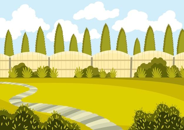 Территория патио с зеленой лужайкой, забором и деревьями. солнечный двор с зеленой травой и дорожкой