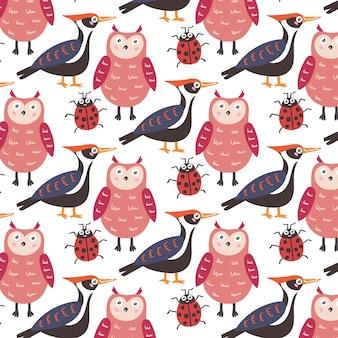 패턴 숲 동물 올빼미 딱따구리 무당벌레. 보육원 장식용 어린이 벽지. 현대 평면 벡터 원활한 그림