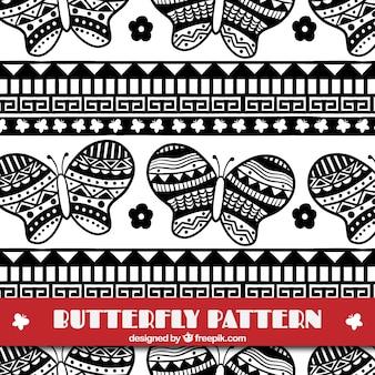 민족 스타일에서 손으로 그린 나비 패턴