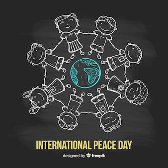 Композиция дня мира с детьми, держащимися за руки по всему миру
