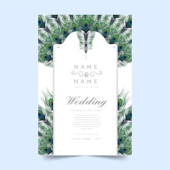 Tema della piuma del pavone per il concetto dell'invito di nozze