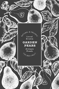 배 디자인 템플릿입니다. 분필 보드에 손으로 그린 벡터 정원 과일 그림. 레트로 식물 배너입니다. 프리미엄 벡터