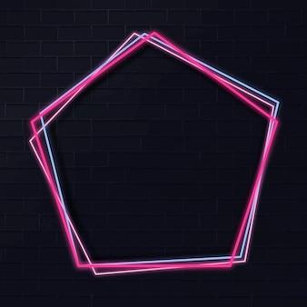 Cornice al neon pentagono su uno sfondo scuro
