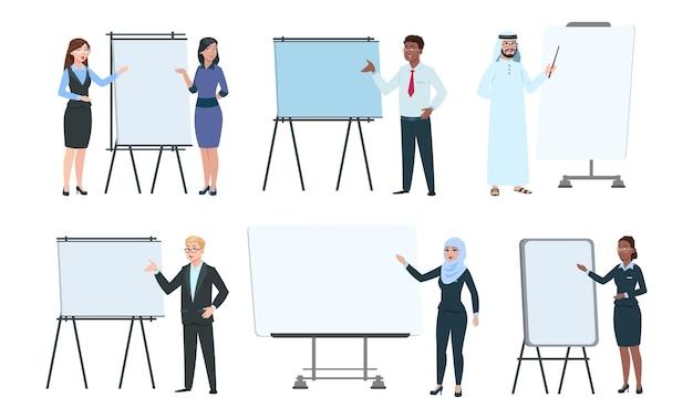 Люди и доски объявлений. коучинг руководителей, тренеры или спикеры. учителя на лекции. изолированные деловой мужчина женщина возле интерактивного экрана, офис-менеджер продвижение векторной иллюстрации набора