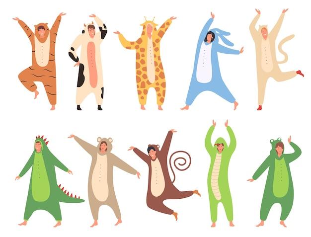 面白い動物の衣装を着てパジャマパーティーセットの人々