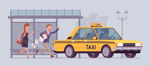 黄色のタクシーをキャッチする人々。男と女、急いでバス停から走っている遅い乗客が車を手に入れたり、波を振ったり、急いでタクシーを呼んだりします。スタイル漫画イラスト