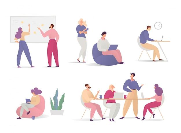 一方でコンピューターで共同作業の人々は、白で隔離オフィスキャラクタービジネスイラストを描いた。