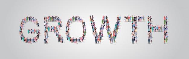 成長の言葉の形で集まる人々の群衆